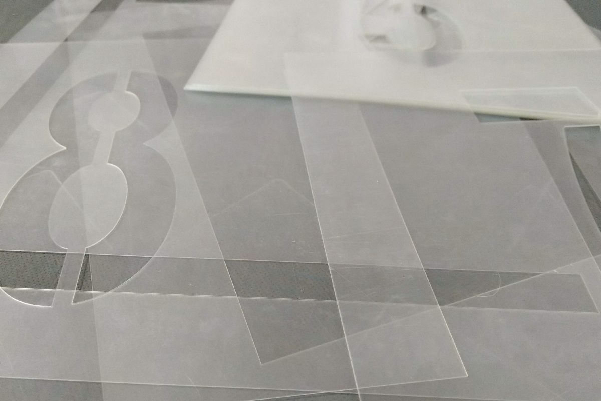 Изготовление многоразовых трафаретов из ПЭТ толщиной 0,5-1,0 мм для нанесения изображений на различные поверхности.